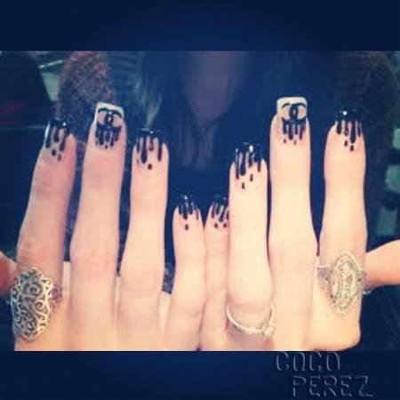 khloe-kardashian-gets-chanel-rain-manicure.jpg