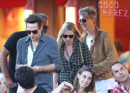 kate-moss-jamie-hince-jefferson-hack-vacation-saint-tropez.jpg