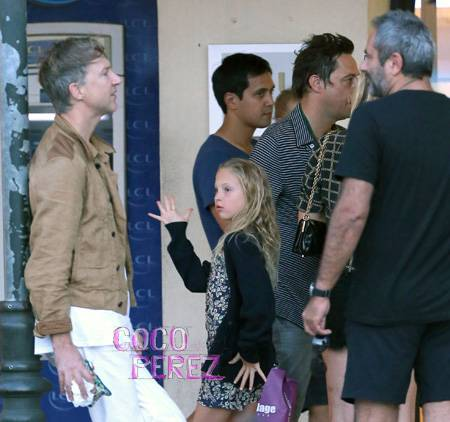 kate-moss-jamie-hince-lila-grace-jefferson-hack-vacation-st-tropez.jpg
